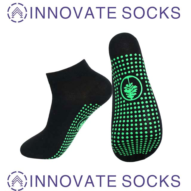 Custom Design Glow In The Dark Grip Trampoline Jump Socks